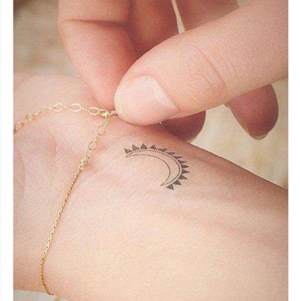 tatuaj tatuaje 20 de tatuaje mici pe care le vei adora Sun Moon