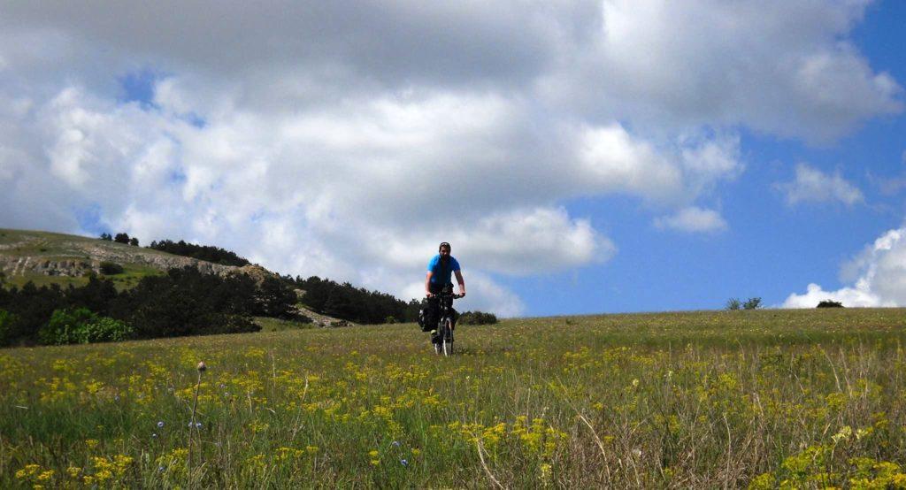 """sport ciclism bicicleta muzica Alexandru Butnariu a găsit echilibrul între sport, adrenalină și """"hippioțeală"""" Adalbert"""
