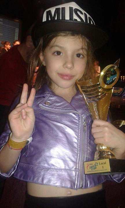 Adela Alexescu este născută să fie campioană Adela Alexescu cu trofeul