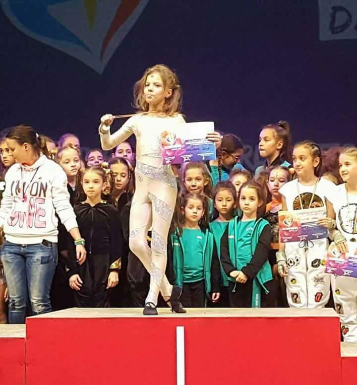 Adela Alexescu este născută să fie campioană Adela pe podium