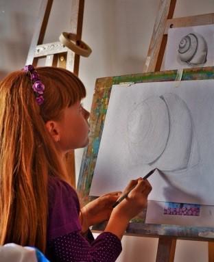 Alexia Mirițescu, copilul pentru care arta este a doua natură Alexia Miritescu pict  nd