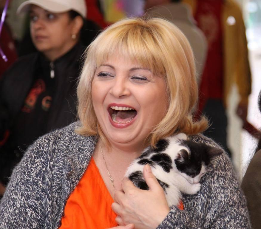 Nuami Dinescu sau ce înseamnă să fii OM Nuami si pisica