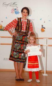 Rebecca Stoica, fetița pasionată de cunoaștere Rebecca dans popular