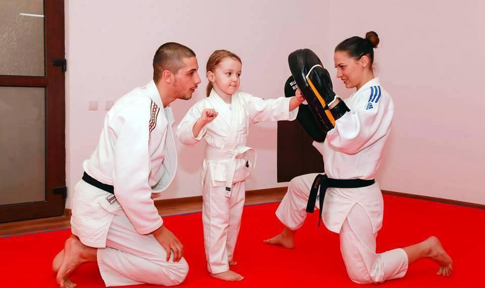 Rebecca Stoica, fetița pasionată de cunoaștere Rebecca la antrenament
