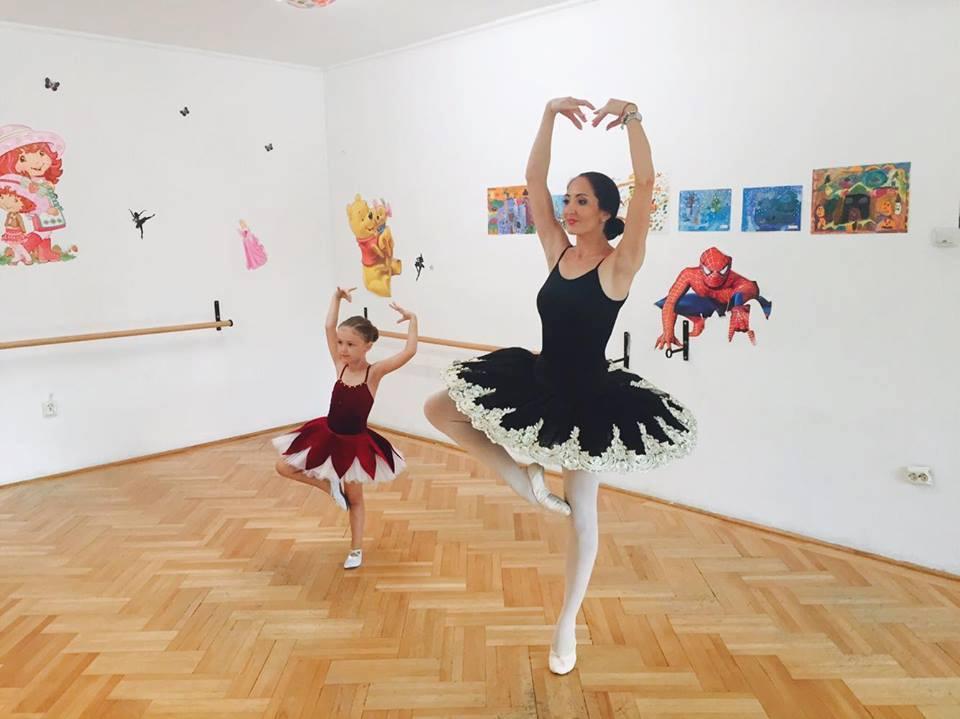Rebecca Stoica, fetița pasionată de cunoaștere Rebecca si doamna coregraf
