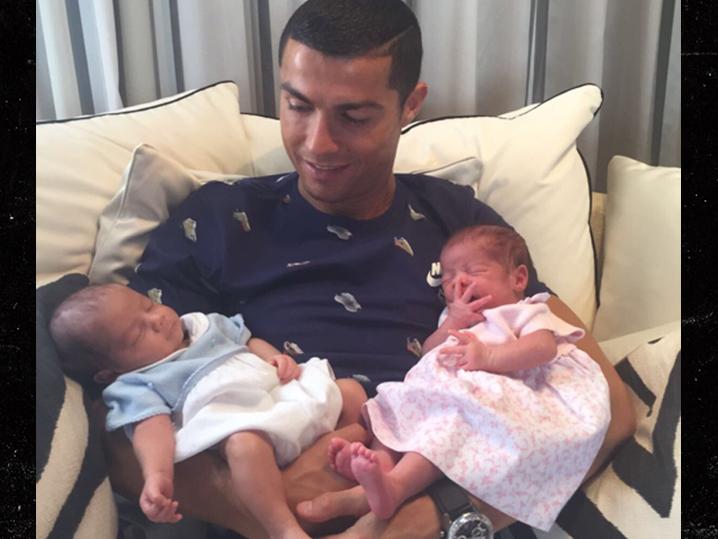 Ronaldo va deveni tată a patra oară Ronaldo si copiii