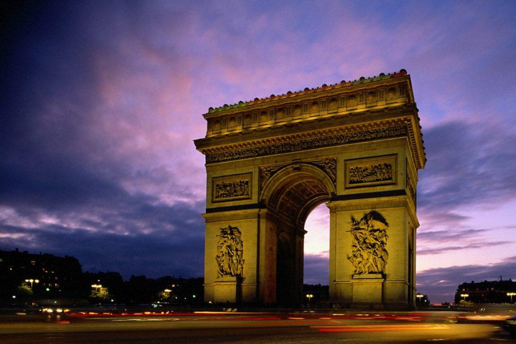 Întâmplări de pe 15 august demne de reținut Arcul de Triumf Paris
