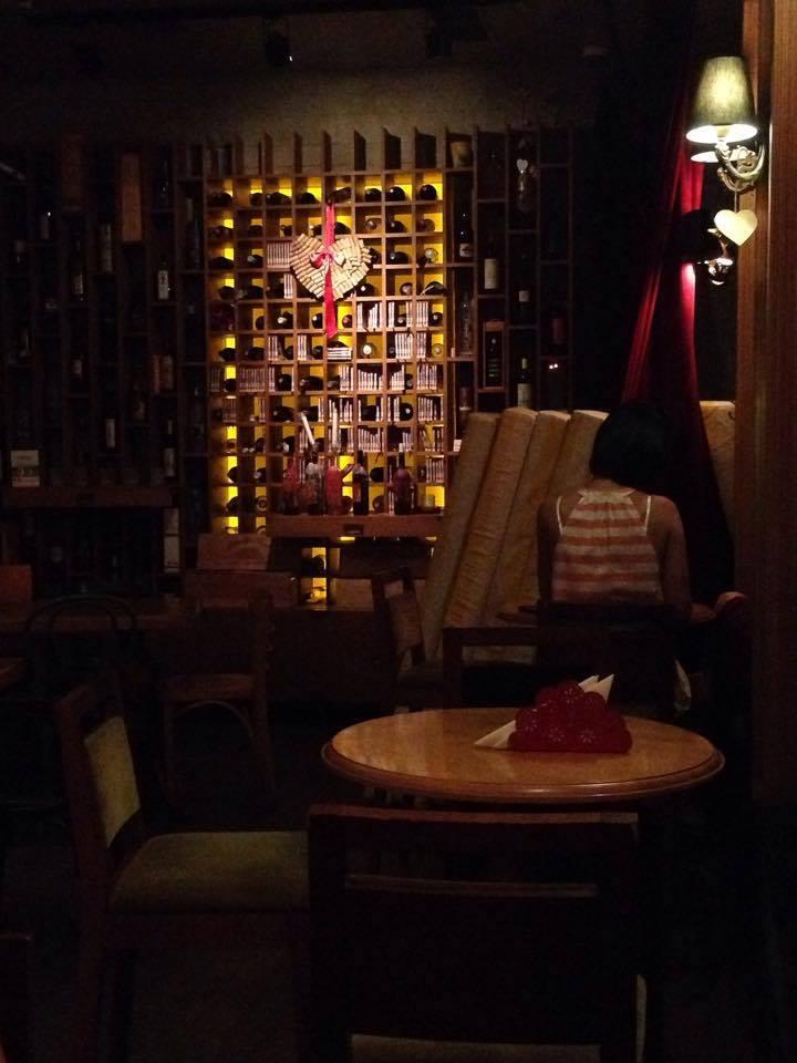 Corks, împărăția vinurilor și nu numai Corks vin
