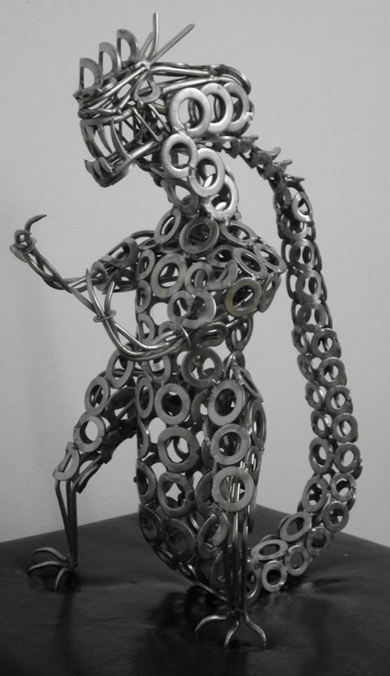 Nicolae Iancovici transformă deșeurile metalice în artă Alien