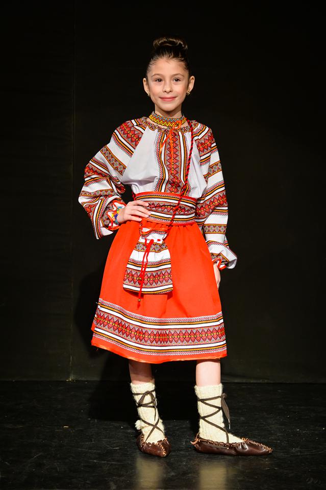 Izabela Ilie, talent și eleganță la doar 9 ani Isabela costum traditional
