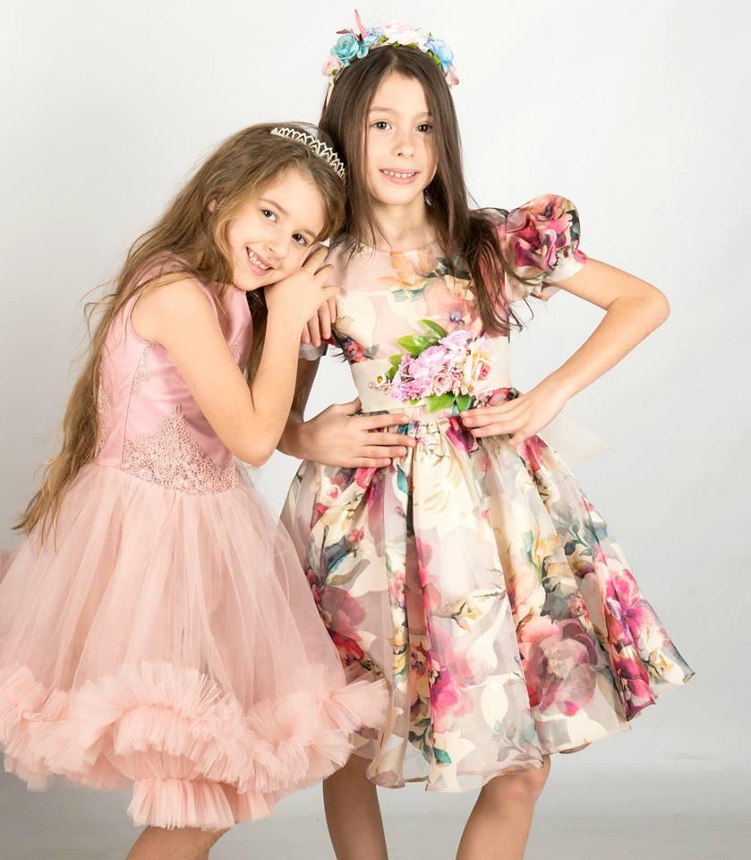 Izabela Ilie si Sara Anastasia Buzdun  Izabela Ilie, talent și eleganță la doar 9 ani Izabela si Sara
