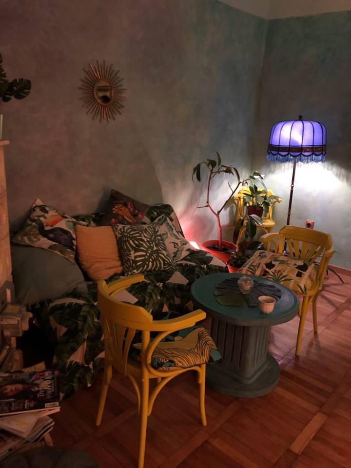 Chaya Tea House, eleganță, stil, rafinament Chaya Tea House, eleganță, stil, rafinament Colt cu lampadar