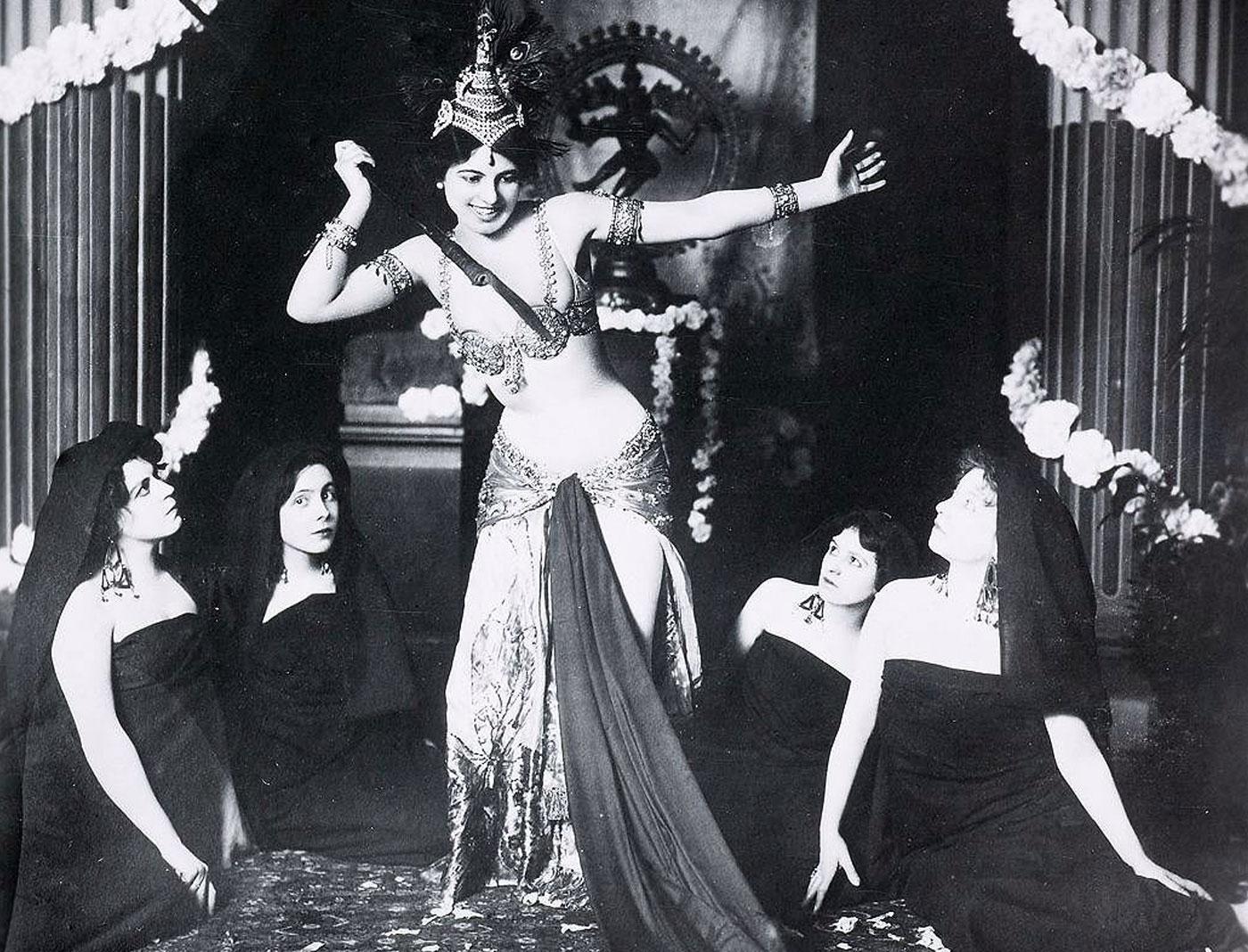 Mata Hari, povestea faimoasei curtezane de la a cărei execuție se împlinesc 101 ani (III) Mata Hari primul dans