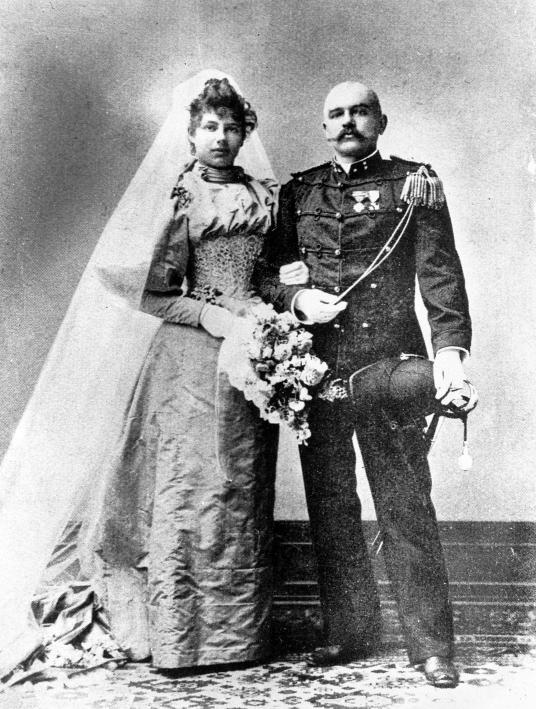Mata Hari si Rudolf Mac Leod  Mata Hari, povestea faimoasei curtezane de la a cărei execuție se împlinesc 101 ani (II) Mata Hari si Rudolf Mac Leod