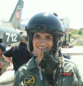 Beatrice Filip - ziarista care și-a schimbat cariera și acum este pilot al unei mari companii de zbor din Emiratele Arabe 992839 10201340236128304 2074784609 n