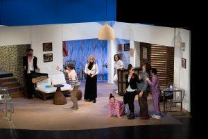 """Cronică de Teatru: """"Pensiunea completă"""" de pe Lipscani 53 3 1"""