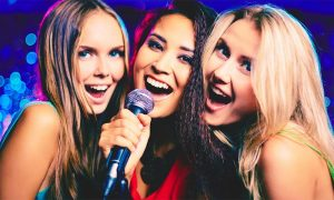 Cânți azi, 11 aprilie, la KARAOKE în FOREVER YOUNG, singurul club dedicat fetelor și câștigi o vacanță la ROMA! karaoke girl ntn