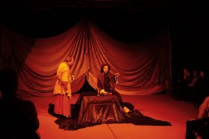 """Piesa de teatru """"Renăscut"""" de Wilfried Hammacher în regia lui Oswald Gayer, oferă profunda explicație: """"sufăr pentru greșeli neștiute dintr-un trecut anterior"""" renascutn"""