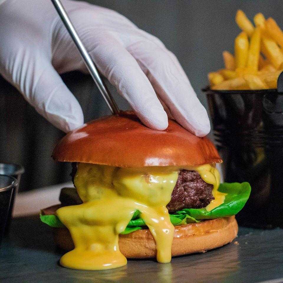 S-a redeschis Vibes19, cel mai îndrăgit restaurant de tip burgers și steakehouse 83047520 1061799684167230 1679687475250855936 o